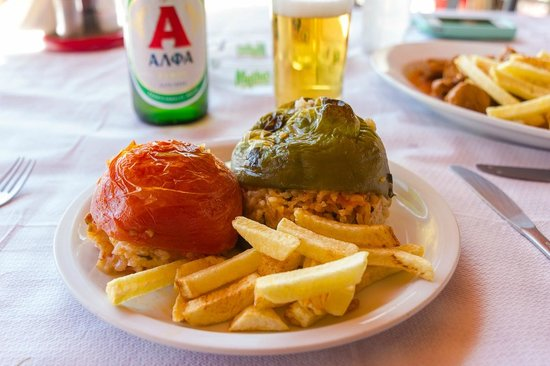 Monodendri, Grecia: Delicious stuffed tomato and pepper