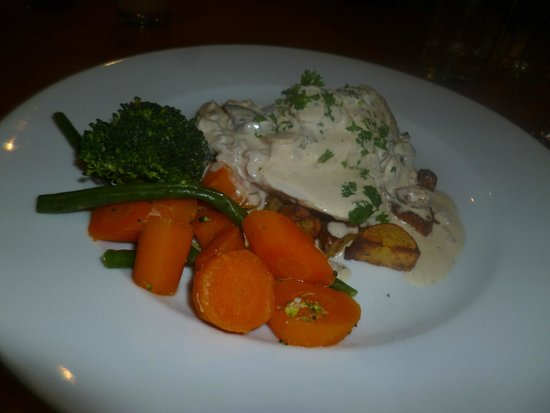 Barton, UK: chicken in white wine sauce
