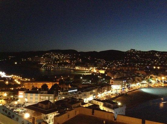 Agora Spa & Resort: Agora entre dos playas en la noche