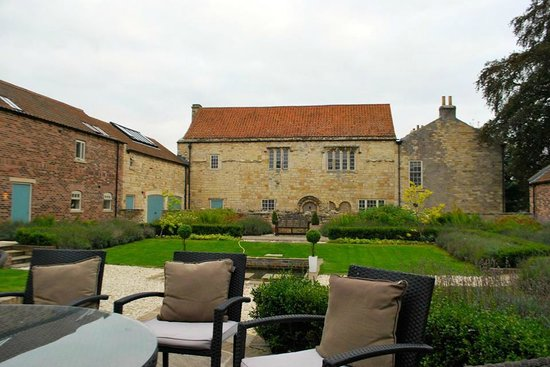 Priory Holiday Cottages: grounds