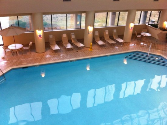 Jake's 58 Hotel & Casino : Beautiful indoor pool heated