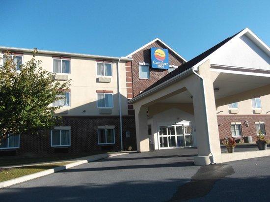 Comfort Inn Lancaster County: Hotel front
