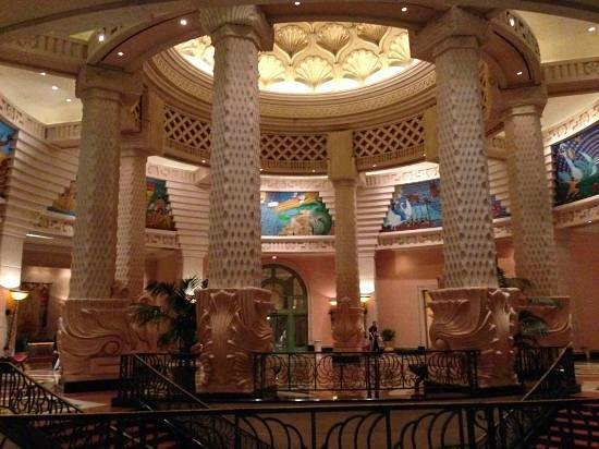 Blue Water Resort on Cable Beach: royal tower lobby