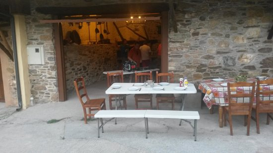 Villanueva de Valdezuela, España: BBQ time!