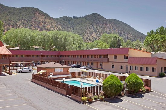 Photo of Cedar Lodge Motel Glenwood Springs