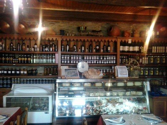 Restaurante Tipico D. Roberto: Balcão com diversas iguarias da zona