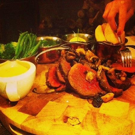 The Wheatsheaf at Bough Beech: Chateau Briand cooked to perfection!