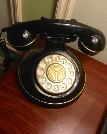 Waterfront Historic Kent Manor Inn : The phone
