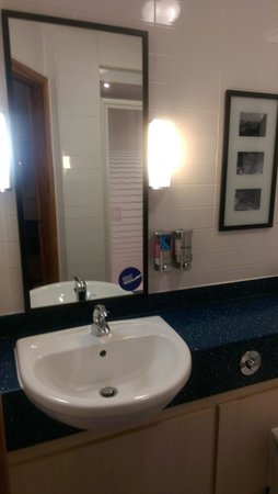 Holiday Inn Express Birmingham - Star City: Bathroom