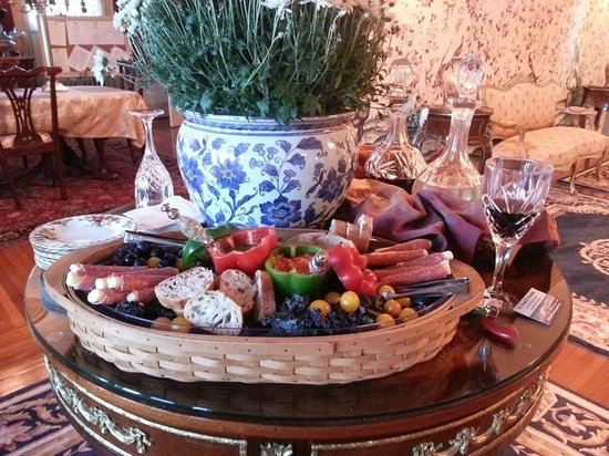 Renwick Clifton House: Wine, meats and cheeses upon arrival