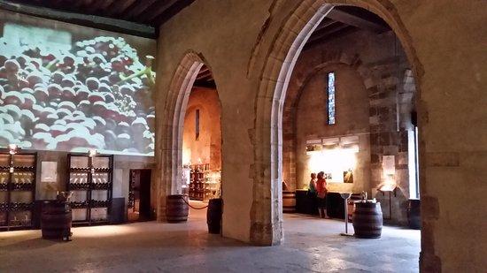 Marché aux vins : inside at the end