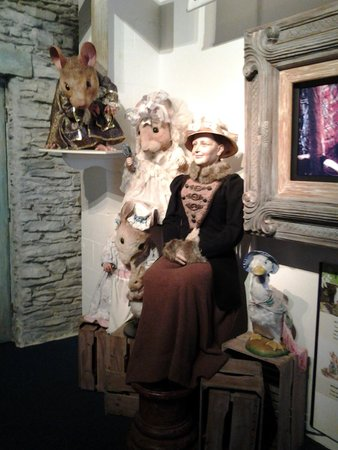 Bowness-on-Windermere, UK: Beatrix Potter greeting each visitor
