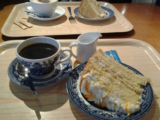 Bowness-on-Windermere, UK: Lovely tea, coffee, scones and cakes served at the Cafe.
