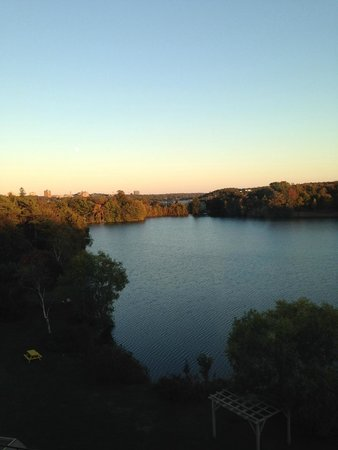 Best Western Plus Chocolate Lake Hotel : Evening