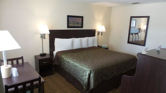 Sea Girt Lodge: King bed