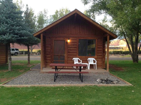 Deluxe cabin picture of thousand lakes rv park for Torrey utah lodging cabins