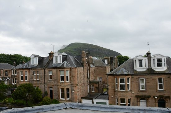 Hotel Ceilidh-Donia : View of Arthur's seat from the top floor bedroom