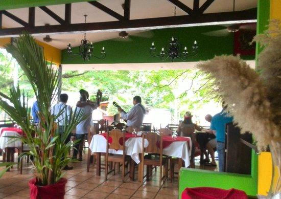 Restaurante Las Olas: Donde Los Almuerzos Saben Mejor