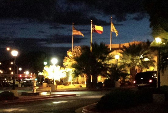 Country Inn & Suites By Carlson, El Paso Sunland Park: Front view at night.