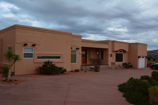 Dreamkatchers Lake Powell Bed & Breakfast : Front of B&B