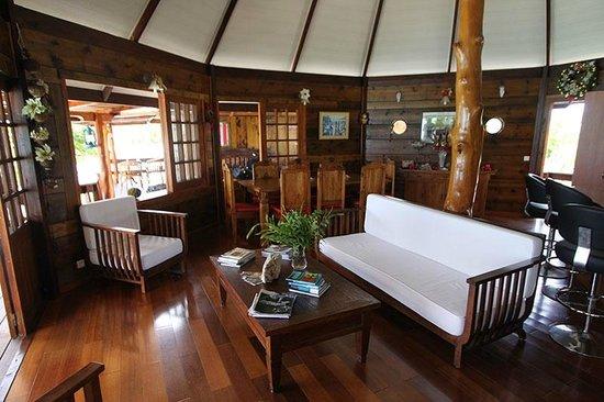 Kauehi Lodge: Le Coin Commun: Salle à Manger, Salon Et Cuisine