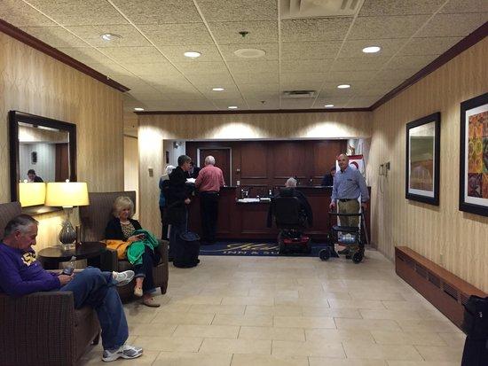 كاهلر إن آند سويتس - مايو كلينيك إريا: Reception desk at Kahler Inn hotel
