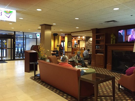 Kahler Inn and Suites: The lobby at the Kahler Inn hotel