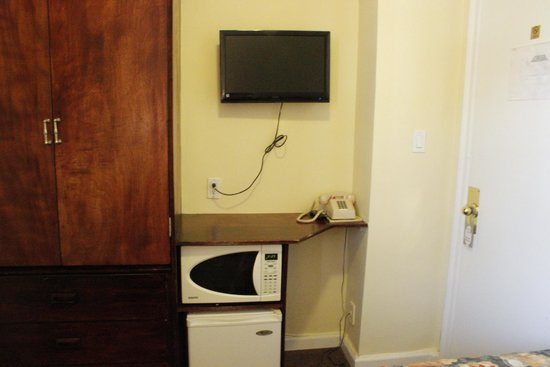 Riverside Tower Hotel: Armoire, TV, microwave and refrigerator in room.
