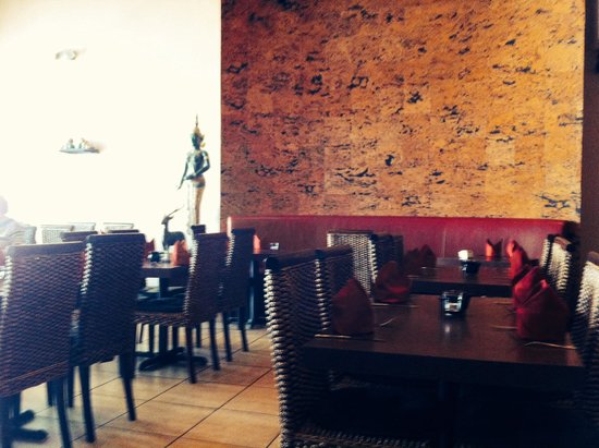 Oishi Thai: Dining area