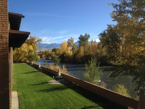 Stagecoach Inn: View from Room Overlooking Island Park & Salmon River