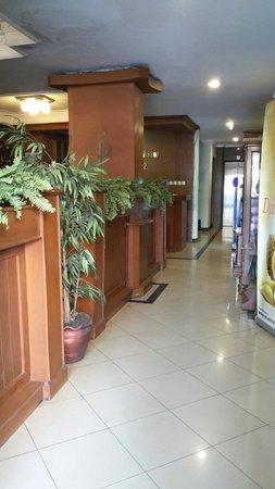 Cihampelas Hotel 2: The entrance