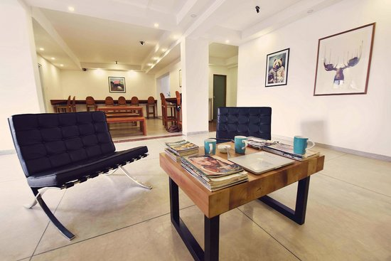 Drift BnB Colombo: The lobby/common area with its handmade teak coffee table