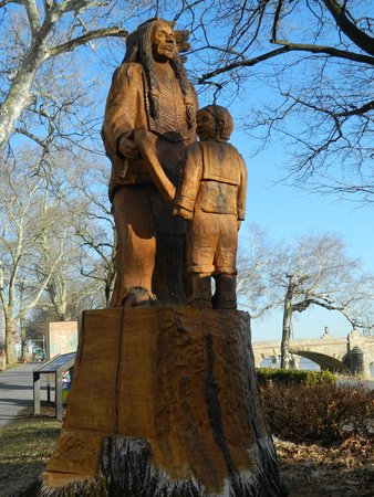 Downtown Harrisburg: Wood sculpture of a Susquehannock Native American and child