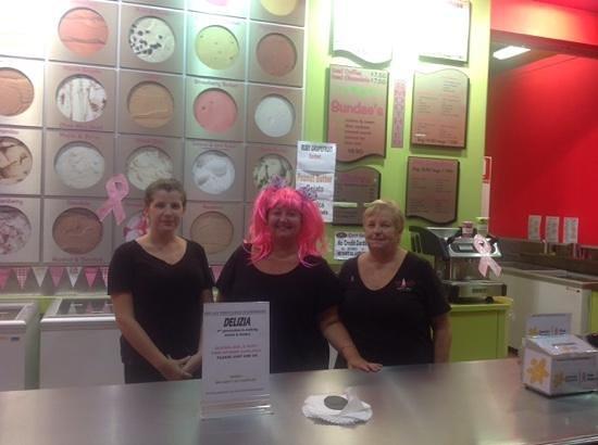 Shakes Gelati bar: the girls