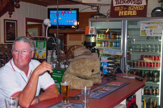 Winton, ออสเตรเลีย: Locals drinking