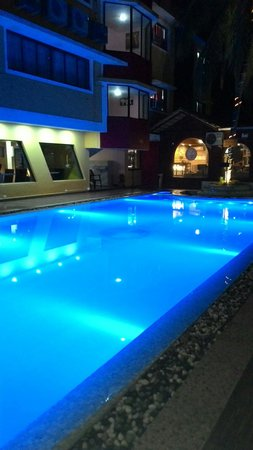 Delta Residency: swimming pool at night!!!