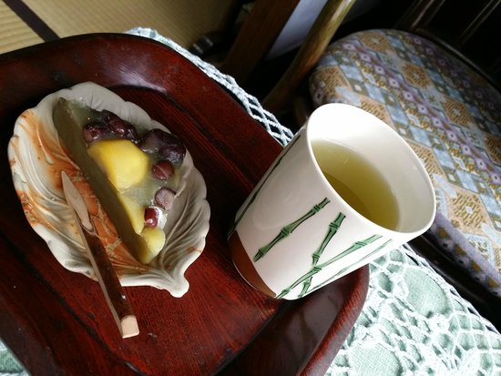 Ryokan Uemura : Welcome tea and snack