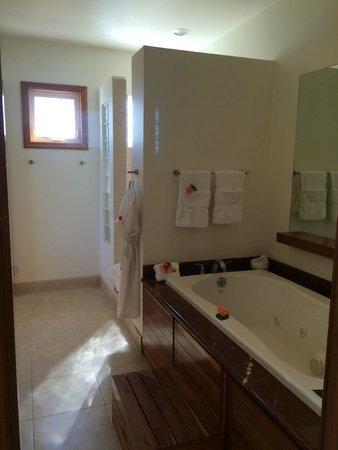 The Phoenix Resort : Master Bath