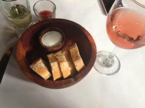 Rojo Bistro : Bread and house spread