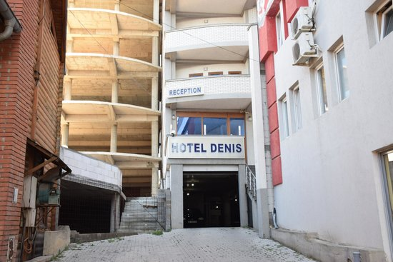 Hotel Denis: The hotel is squashed in and behind others