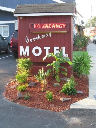 Coachway Motel: Motel Sign