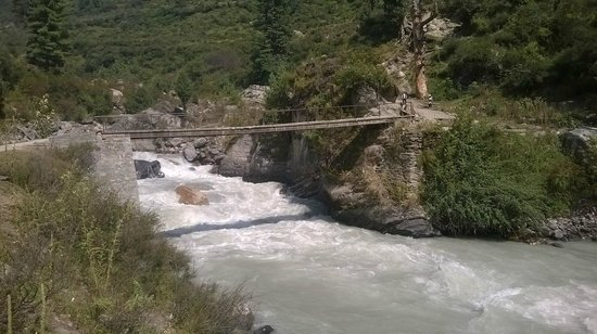 Manikaran, Indie: first bridge  on trek