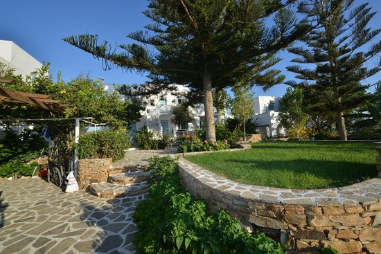 Birikos Studios & Apartments: Garden