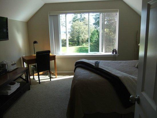 Westport Bayside Bed & Breakfast: View of South Bay room, from doorway
