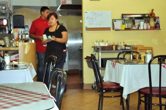 Санта-Паула, Калифорния: family servers