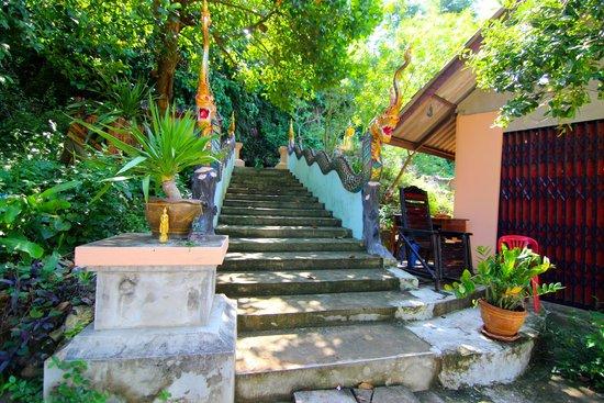 Thap Sakae, Tailandia: ทางขึ้นถ้ำอัศจรรย์