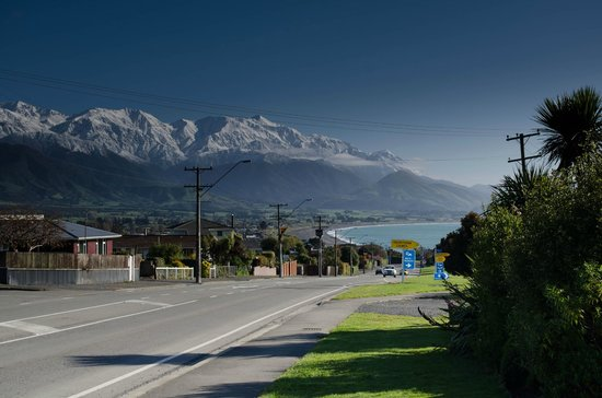 Bella Vista Motel Kaikoura: View from front driveway - postcard!