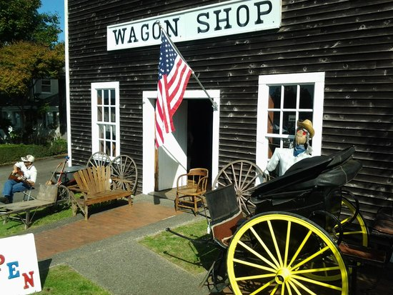 Steilacoom, WA: way cool wagon shop