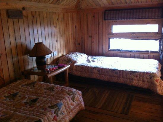 La Villa Bethany: Upstairs in the Log Cabin