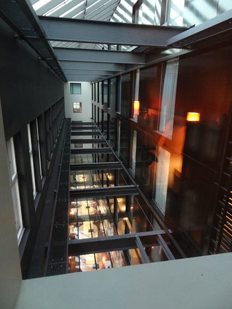 Sofitel Munich Bayerpost: view of the breakfast area from room window